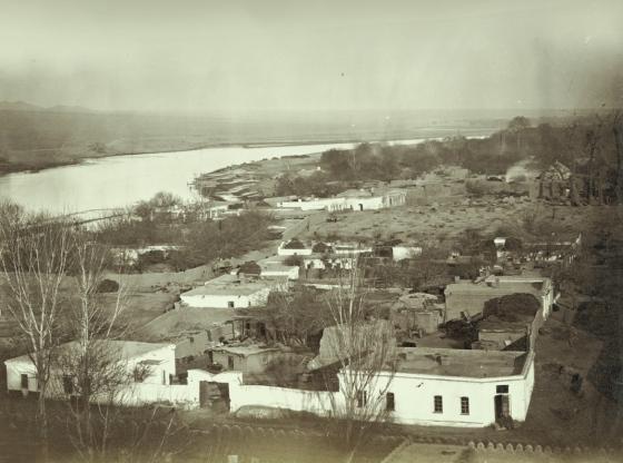 Ходжент. Вид с воздуха на часть города Мазар-Хаджи-Баба, на заднем плане видна река Сыр-Дарья
