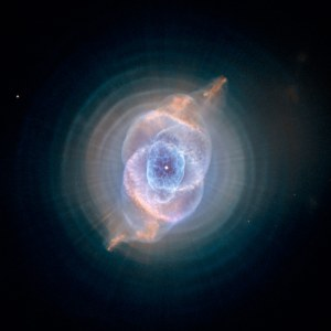 SHEDDING LAYERS A sunlike star casts off its atmosphere in a series of 1,500-year-interval bursts, creating an intricate pattern of bubbles and rings in the Cat's Eye Nebula.